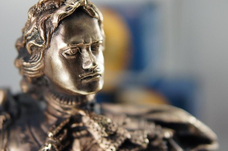 """Бронзовый бюст  """"Императора Петра I"""" выполнен по модели Б.Растрелли.  Бронзовый бюст купить"""